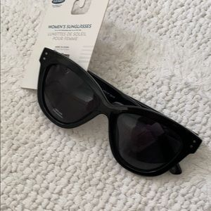 Old Navy sunglasses for women NWT dark smoky